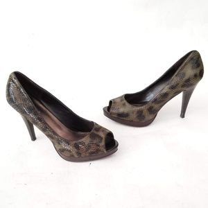 Nine West Snakeskin pattern heels Size 8.5 M